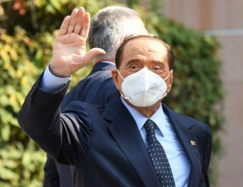 """La linea di Berlusconi: """"Se non ce la fanno con i numeri votiamo a maggio"""""""