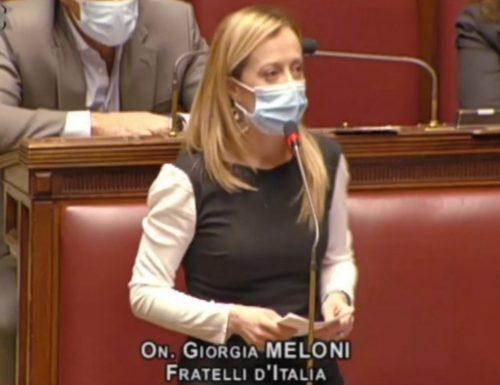"""Intervento monumentale di Giorgia Meloni contro Conte alla Camera: """"Ha distrutto l'Italia e ora vuole governare con un gruppo di disperati"""""""
