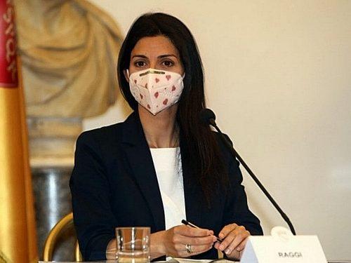Disastro Virginia Raggi, la sindaca allontana 2 assessori e scatena il caos. Rampelli: «Povera Roma»…