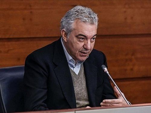 """Le siringhe infilzano Arcuri, """"commissario per tutto"""" sotto indagine: soldi, vergogna sulla pelle degli italiani?"""