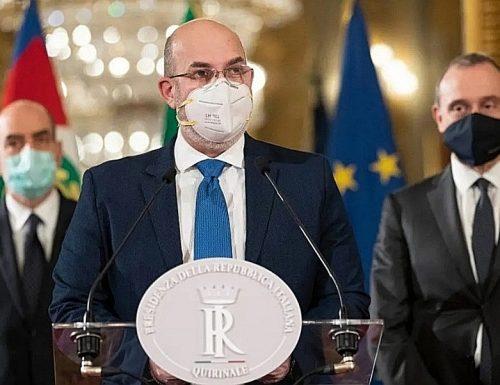 """M5S al Colle, la faccia tosta di Vito Crimi: """"L'unico in grado è Conte"""". E cade anche il veto su Matteo Renzi"""