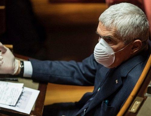 Pierferdinando Casini critica duramente il premier per gli errori commessi nel corso della crisi. Pur trovando numeri i problemi per il  governo continueranno