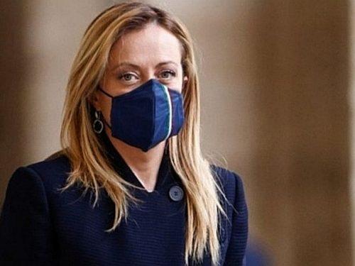 """Toccato il fondo c'è chi si è messo a scavare: Giorgia Meloni insultata da """"La Stampa"""" come donna e come madre"""