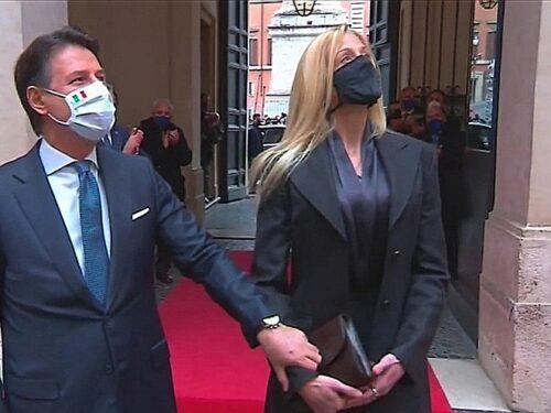 L'ultimo show di Giuseppe Conte con Olivia: E pensa già a tornare in scena
