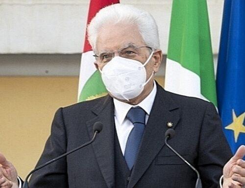 """Il Presidente Sergio Mattarella chiama la Meloni: Solidarietà dopo gli insulti """"Vacca e scrofa"""" il professore rosso ora rischia grosso"""