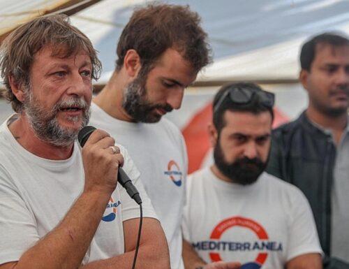 Migranti, nuove prove sul business delle Ong. Luca Casarini: «Ecco i soldi, brindiamo a champagne»