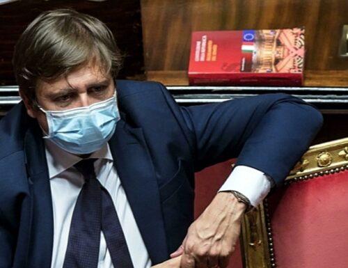 """Anche il sottosegretario Sileri """"sfiducia"""" Speranza: """"Al ministero tante mele marce"""""""