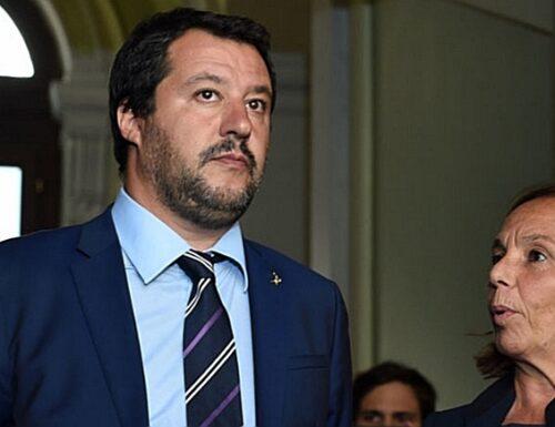 """""""Tra felpe e colloqui…"""". Matteo Salvini, grosso sospetto su Pd e Lamorgese: capito a chi hanno aperto le porte del Viminale?"""