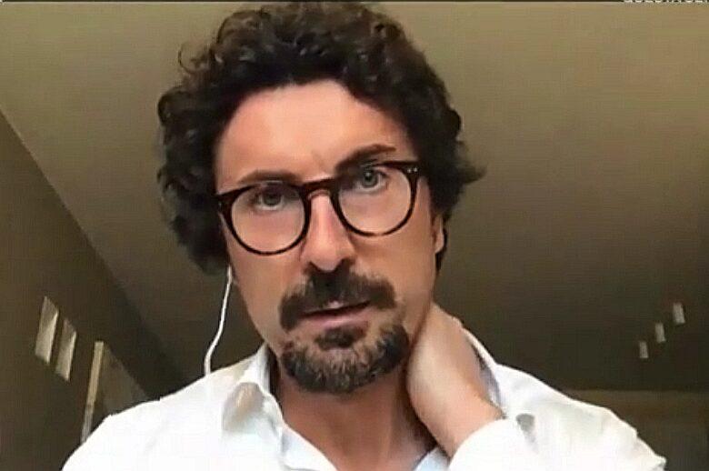 Incredibile Danilo Toninelli: con la Raggi Roma è più pulita! E in studio scatta la rissa