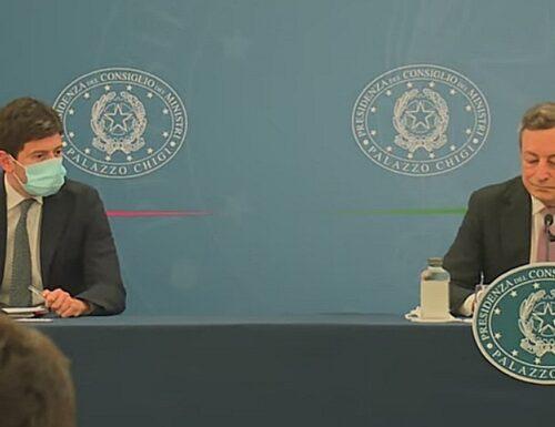 """Mario Draghi e AstraZeneca, """"adesso basta"""". Retroscena da Palazzo Chigi: """"Lavata di capo a Speranza, mai visto così furioso"""""""