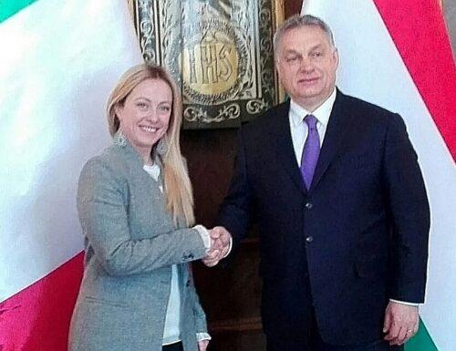 Assedio a Orban per una legge che non parla di omofobia ma di pedofilia. Giorgia Meloni: quanti l'hanno letta?