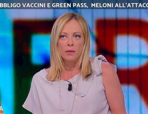 Giorgia Meloni all'attacco sul green pass: «Stupita che vinca sempre la linea Speranza, non c'era bisogno di Draghi…»