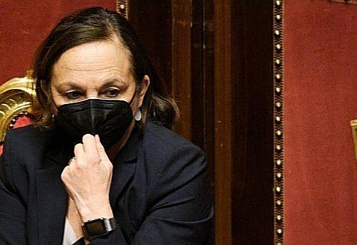 """Dopo il rave ora balla la ministra Lamorgese. Voci dalle sacre stanze: """"Anche Pd e M5s sono stufi"""", la silurano?"""
