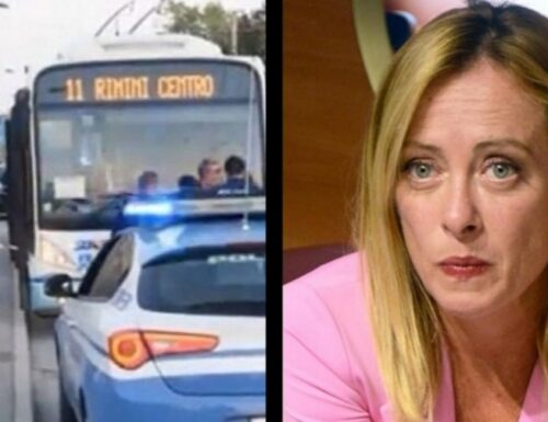 Giorgia Meloni: spero la paghi cara. Orrore a Rimini, somalo accoltella 5 persone sul bus: tra cui un bimbo di 5 anni.