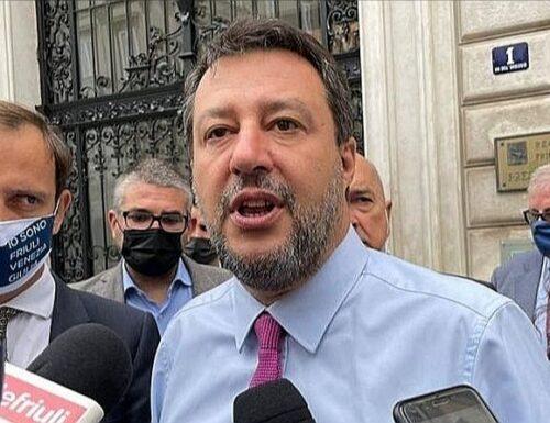 """Mimmo Lucano condannato, Salvini disintegra i """"guardoni"""" di sinistra: """"Indignati ne abbiamo?"""""""