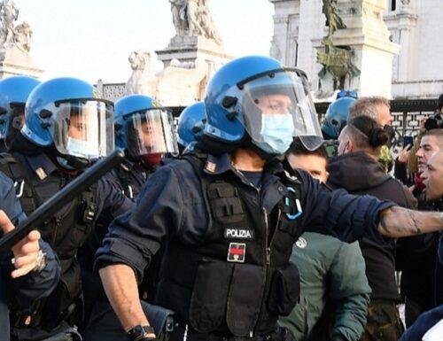 """L'ira della polizia su Luciana Lamorgese: """"Il 15 sarà caos"""""""