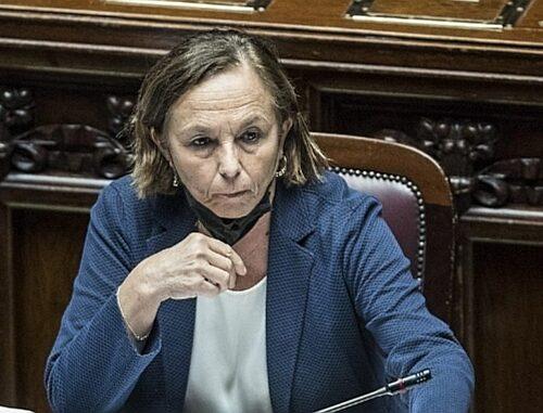 FdI rilancia la petizione per le dimissioni della ministra Lamorgese: «Non garantisce la sicurezza»